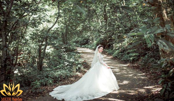 Chụp ảnh cưới Ba Vì ở đền Thượng