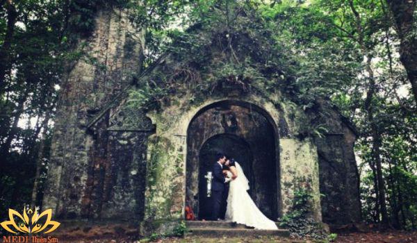 Chụp ảnh cưới Ba Vì ở Nhà thờ đổ