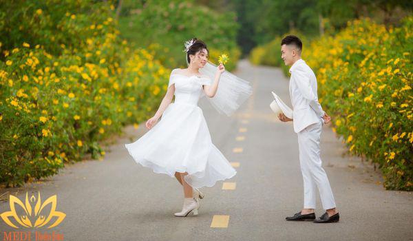 Chụp ảnh cưới dưới nước tại Thiên Sơn