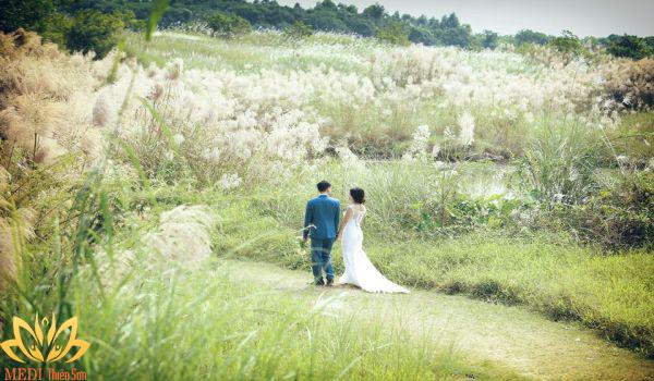 Chụp ảnh cưới Hà Nội ở bãi đá sông Hồng