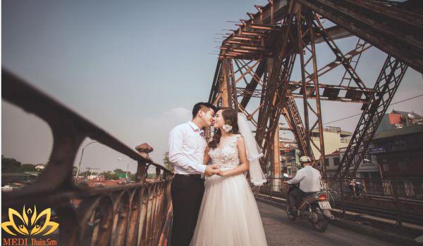 Chụp ảnh cưới Hà Nội ở cầu Long Biên