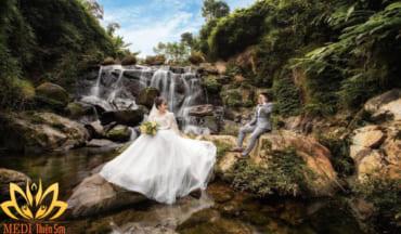 Chụp ảnh cưới Hà Nội tại suối nước MEDI Thiên Sơn