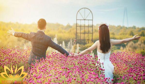 Chụp ảnh cưới Hà Nội ở vườn hoa sông Hồng