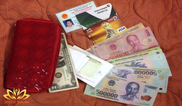 Giấy tờ tùy thân và tiền khi trekking cực phê cùng MEDI Thiên Sơn